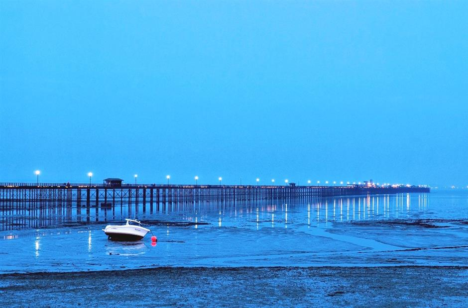 Photo of Southend Peir at night